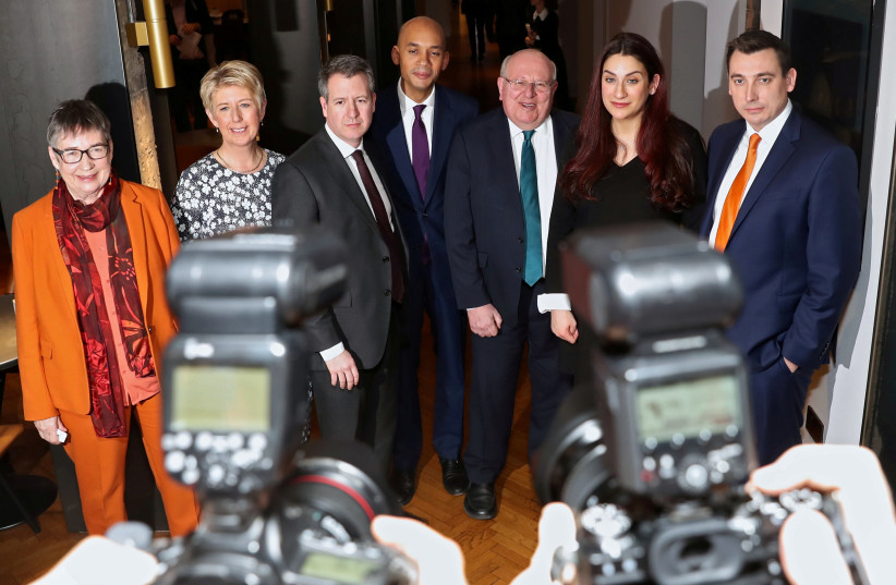 Britain's Labour Party MPs Ann Coffey, Angela Smith, Chris Leslie, Chuka Umunna, Mike Gapes, Luciana Berger and Gavin Shuker pose for a picture after their announcement they are leaving the party, in London, Britain, February 18, 2019. (photo credit: SIMON DAWSON/ REUTERS)