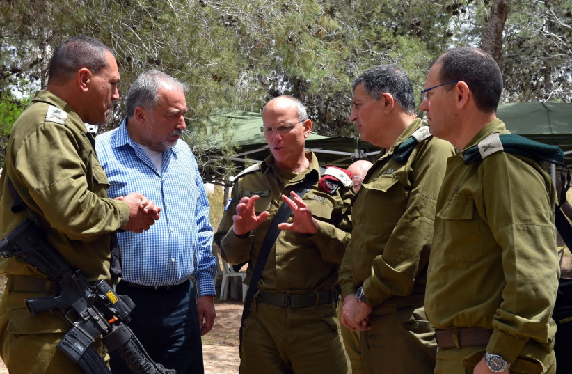 Maj.-Gen. (res.) Nitzan Alon (C) talks to former defense minister Avigdor Liberman (photo credit: DEFENSE MINISTRY)