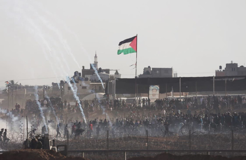 Palestinians riots along the Gaza border fence near Khan Younis on June 8th, 2018 (photo credit: ANNA AHRONHEIM)