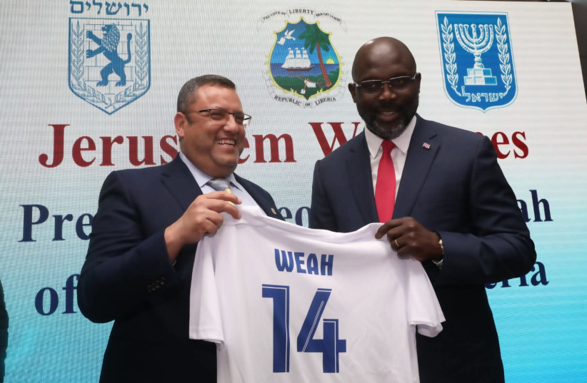 Moshe Leon hostins Liberian President George Weah. (photo credit: FLASH90)
