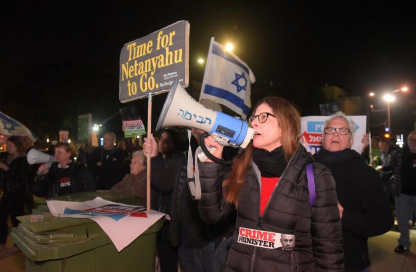 Protesters at Tel Aviv Habima Square, March 2, 2019 (photo credit: AVSHALOM SASSONI)