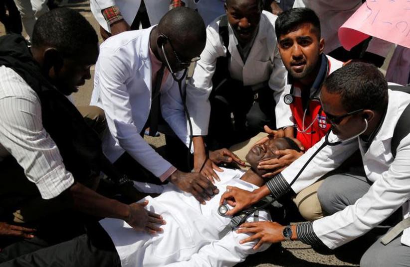 Kenyan student doctors perform a drill (photo credit: REUTERS/THOMAS MUKOYA)