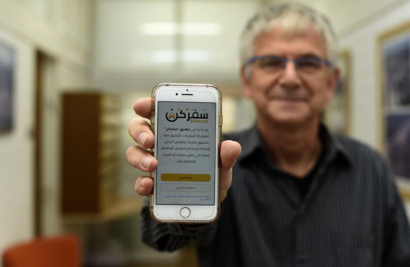 Prof. Yoram Shiftan with the Safarcon application.  (photo credit: TECHNION SPOKESPERSON'S OFFICE)