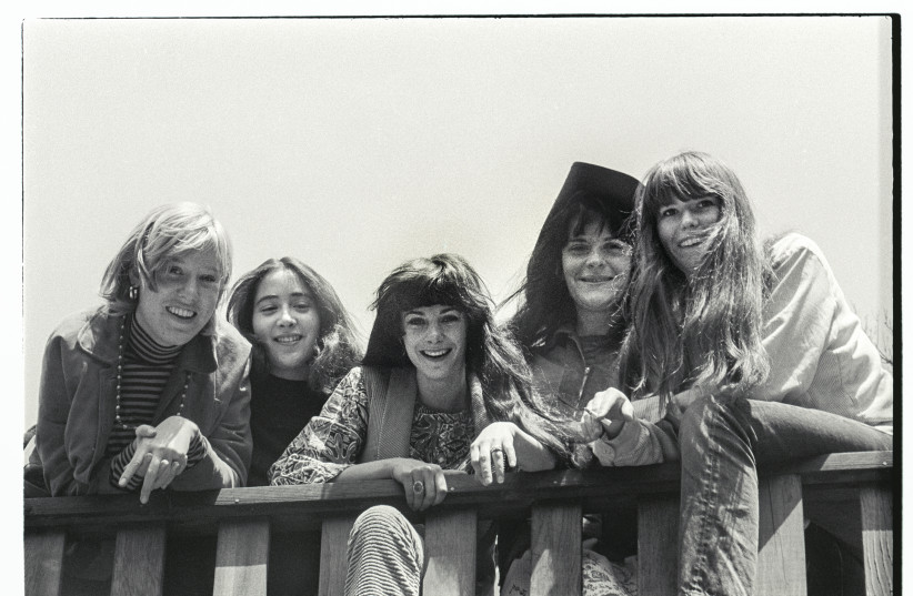 ACE OF CUPS in 1967. Denise Kaufman is second from left (above) and second from right in the photo on the right. (photo credit: LISA LAW)