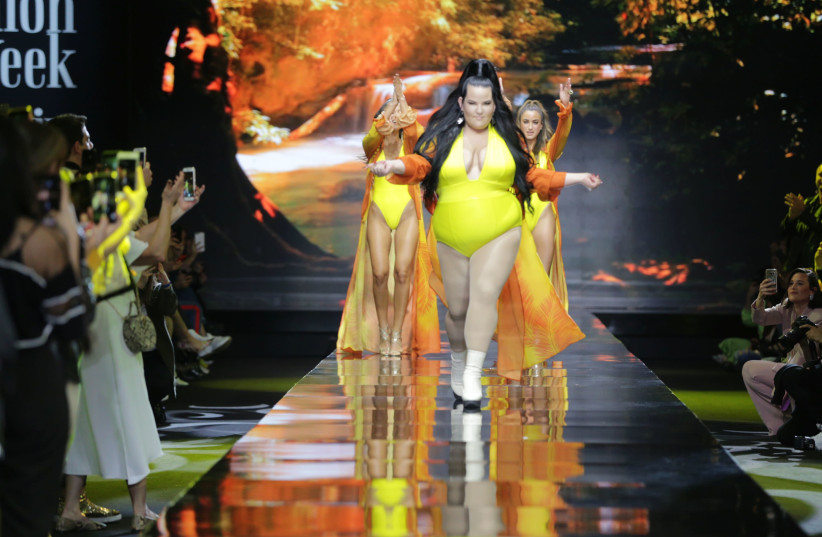 Netta Barzilai struts down the runway in a Bananhot swimsuite at Israel Fashion Week (photo credit: AVI WALDMAN)