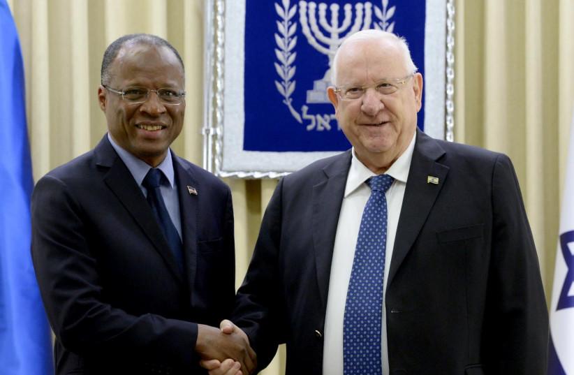 President Reuven Rivlin (R) with Cape Verde's prime minister, Jose Correla e Silva (L), March 13th, 2019 (photo credit: Mark Neiman/GPO)
