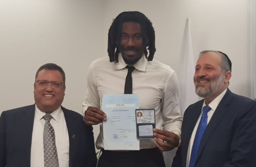 Amare Stoudemire receives his Israeli ID card with Jerusalem Mayor Moshe Lion and Interior Minister Aryeh Deri (photo credit: ARYEH ABRAMS)