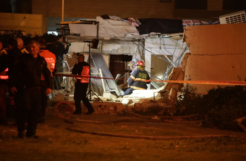 Rescue teams work to recover people from the building collapse in Ashdod (photo credit: KOBI RICHTER/TPS)