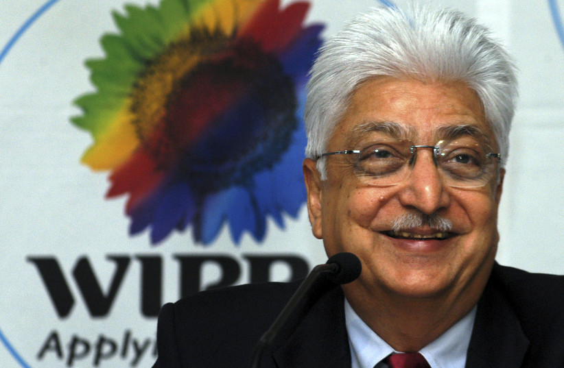 Azim Premji, chairman of Wipro Ltd., smiles during a news conference in the southern Indian city of Bangalore, October 18, 2006. Wipro Ltd., India's third-largest software services exporter, beat forecasts with a 48 percent jump in quarterly profits on Wednesday, as demand for outsourcing rose, but  (photo credit: REUTERS)