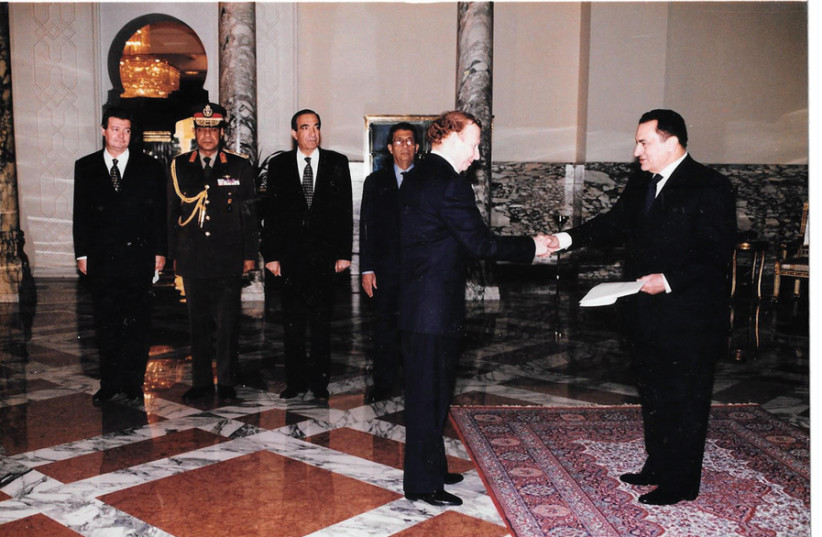 THE WRITER (left) presents his letter of credence to Egyptian president Hosni Mubarak. (photo credit: Courtesy)