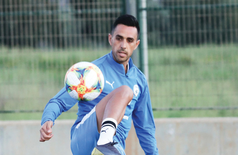 ISRAEL FORWARD Eran Zahavi participates in a team training session ahead of the blue-and-white's Euro 2020 qualifying opener tonight at home against Slovenia (photo credit: DANNY MARON)
