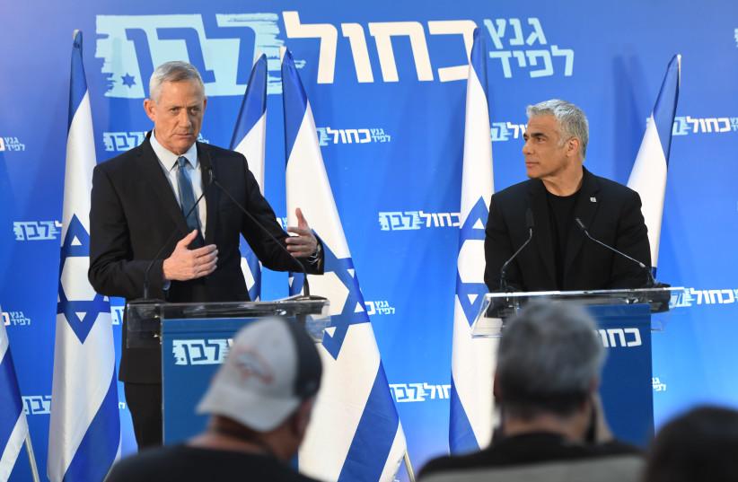 Benny Gantz (L) and Yair Lapid (R) at a press conference, March 21st, 2019 (photo credit: AVSHALOM SASSONI/MAARIV)