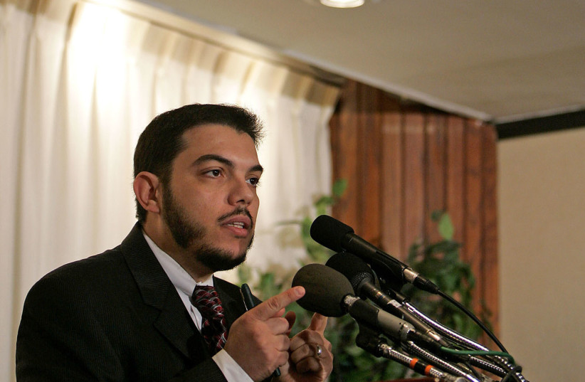 Esam Omeish speaks at a news conference in Washington (REUTERS/Joshua Roberts) (photo credit: REUTERS/JOSHUA ROBERTS)