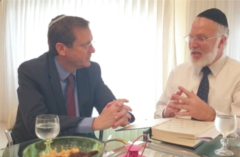 Herzog meets with Rabbi Gabriel Davidovich in his home in Buenos Aires on Sunday (photo credit: COURTESY/ JEWISH AGENCY)