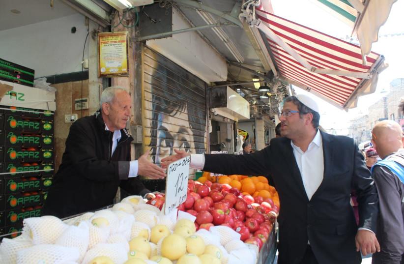 Itamar Ben-Gvir in Shuk Machane Yehuda on March 24, 2019 (photo credit: MATANEL RAHAMIM)