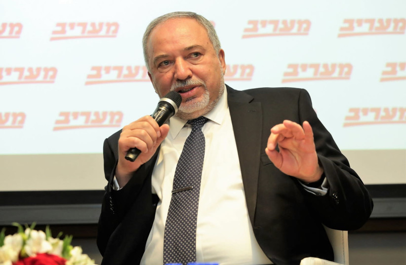 Avigdor Liberman speaks at a Maariv conference, March 27th, 2019 (photo credit: ALONI MOR)