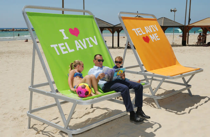 Tel Aviv Mayor Ron Huldai at the beach (photo credit: KFIR SIVAN)