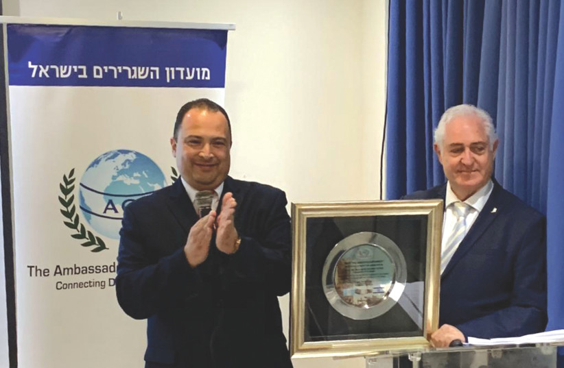 GUATEMALAN AMBASSADOR Mario Bucaro (left) receives the Award of Merit from Ambassadors' Club President Ambassador Yitzhak Eldan.  (photo credit: Courtesy)