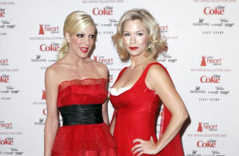 Actresses Tori Spelling (L) and Jennie Garth arrive for the Heart's Truth Red Dress collection show at New York Fashion Week in New York, February 13, 2009. (photo credit: CARLO ALLEGRI/REUTERS)