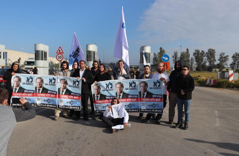 Activist of Otzma Yehudit and the URP block the Kerem Shalom crossing (photo credit: OTZMA YEHUDIT)