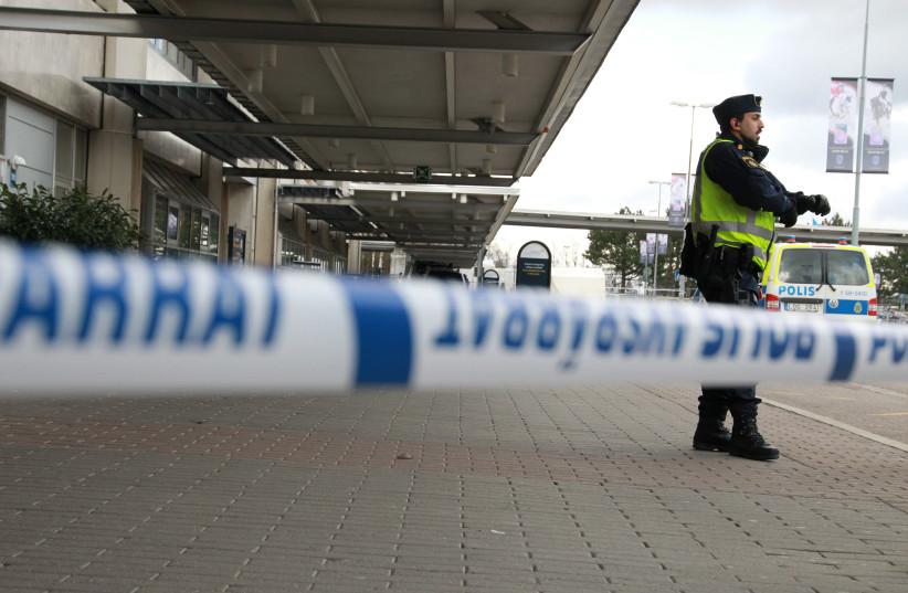 A Swedish police officer  at the Landvetter airport near Gothenburg, Sweden (photo credit: REUTERS)