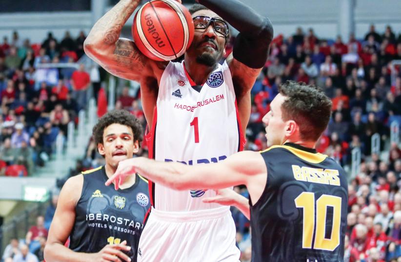 AMAR'E STOUDEMIRE and Hapoel Jerusalem face Tenerife in the Champions League quarterfinal (photo credit: DANNY MARON)