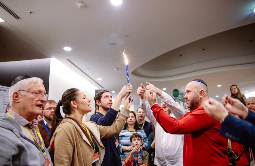 A joyous havdala with Limmud FSU founder Chaim Chesler (left) taking part (photo credit: Courtesy)
