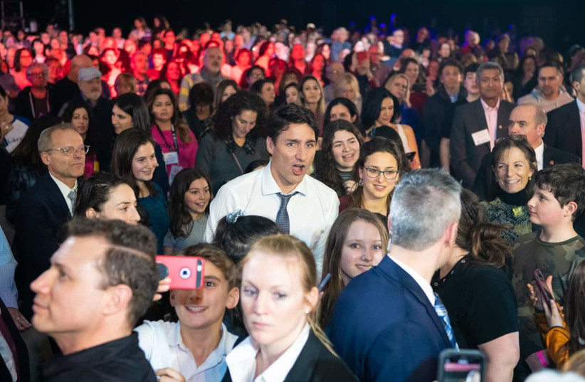 Canadian Prime Minister Justin trudeau sings along at a mass sing-along event  (photo credit: LIORA KOGAN AND ISAACIMAGE)