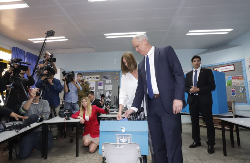 Benny Gantz voting  (photo credit: EITAN ELHADAZ/TPS)