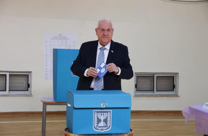 President Reuven Rivlin votes in Jerusalem (photo credit: ESTY DZIUBOV/TPS)