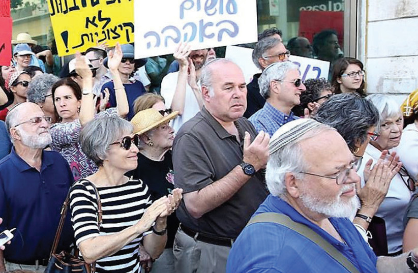 An ITIM rally to protest the Israeli Rabbinate's blacklisting of American and other rabbis in 2016 (photo credit: ITIM)