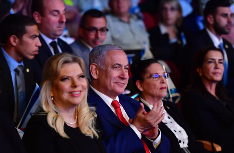 Prime Minister Benjamin Netanyahu [C] and his wife Sara Netanyahu [L] at an event honoring families who lost relatives during the wars of Israel   (photo credit: KOBI GIDEON/GPO)