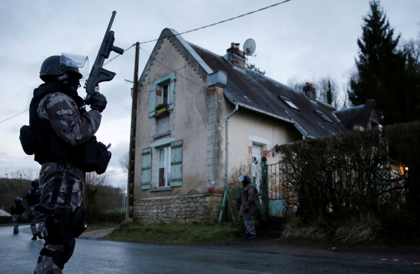 Members of the French GIPN intervention police forces secure a neighbourhood in Corcy, northeast of Paris January 8, 2015. French anti-terrorism police converged on an area northeast of Paris after two brothers suspected of being behind an attack on the satirical newspaper Charlie Hebdo were spotte (photo credit: CHRISTIAN HARTMANN/REUTERS)
