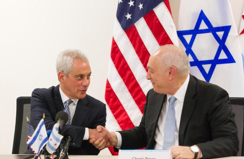 Chicago Mayor Rahm Emanuel and Peres Center chairman Chemi Peres sign a memorandum of cooperation, April 15, 2019 (photo credit: PERES CENTER FOR PEACE)
