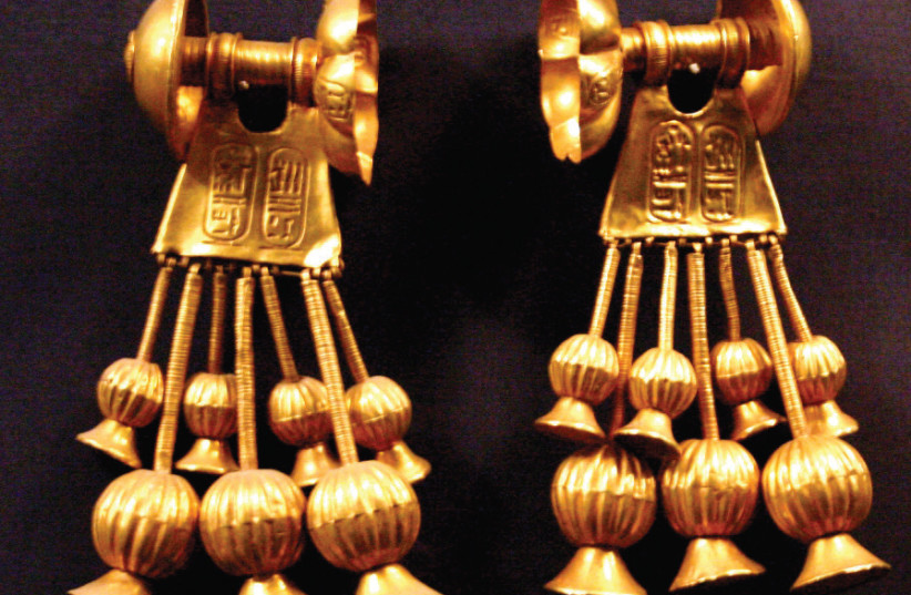 GOLD EARRINGS bearing the cartouche of pharaoh Seti II: In 2003, an Egyptian lawyer filed a dubious suit against 'all the Jews of the world' to recover the gold taken from his ancestors. (photo credit: Wikimedia Commons)