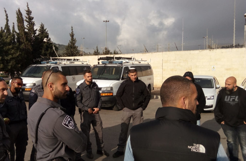 Border Police forces getting briefed before Passover (photo credit: POLICE SPOKESPERSON'S UNIT)