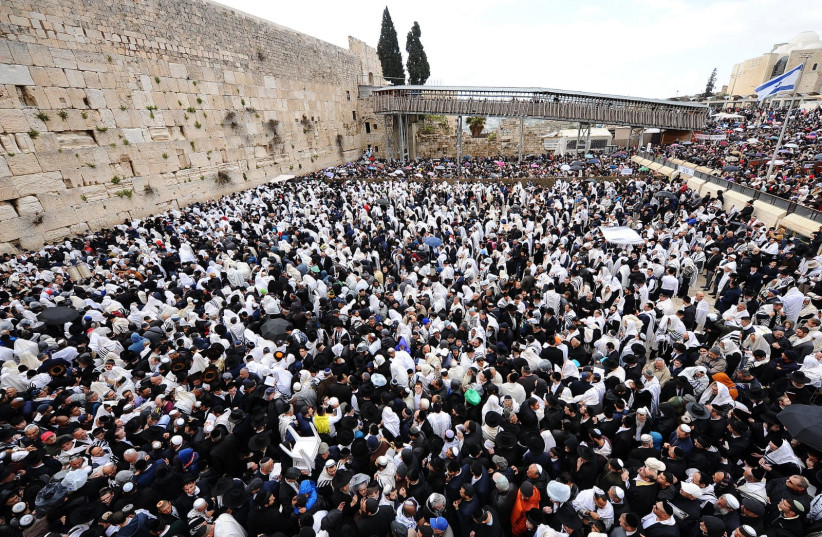 The crowd at the Western Wall. (photo credit: WESTERN WALL HERITAGE FOUNDATION)