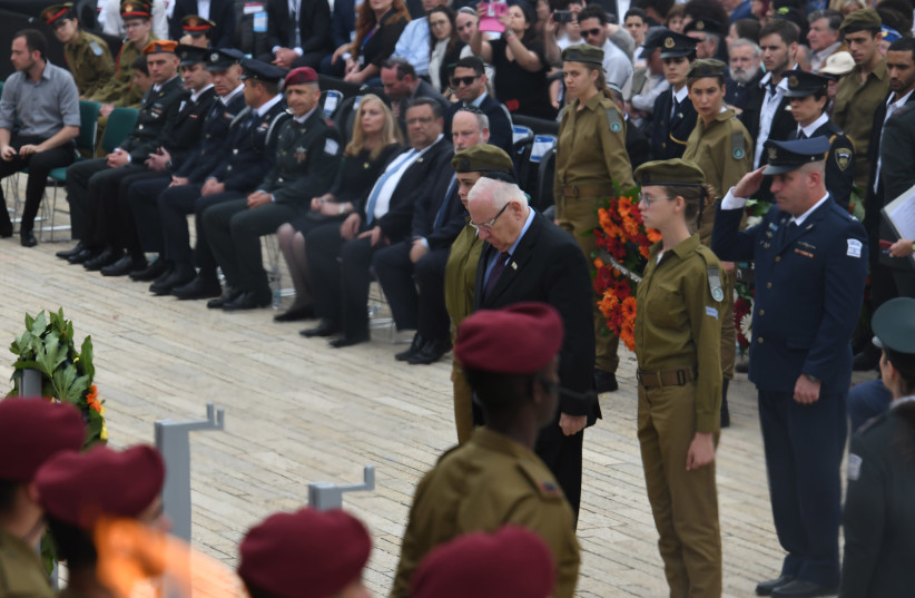 President Rivlin laid a wreath at the Yom HaShoah (Holocaust Heroes' and Martyrs' Remembrance Day) ceremony at the Hall of Remembrance at Yad Vashem (photo credit: KOBI GIDEON/GPO)