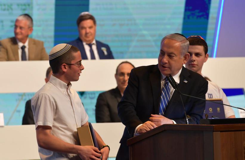 Yonatan Weissman with Prime Minister Benjamin Netanyahu after he won the World Bible Contest on Independence Day, 2019. (photo credit: KOBI GIDEON/GPO)