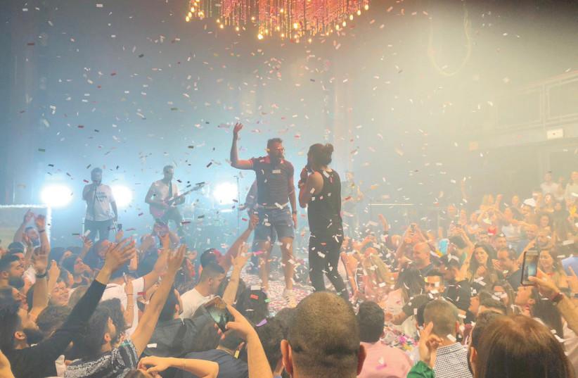 APO & THE APOSTLES perform in Tel Aviv.  (photo credit: SHANNA FULD)
