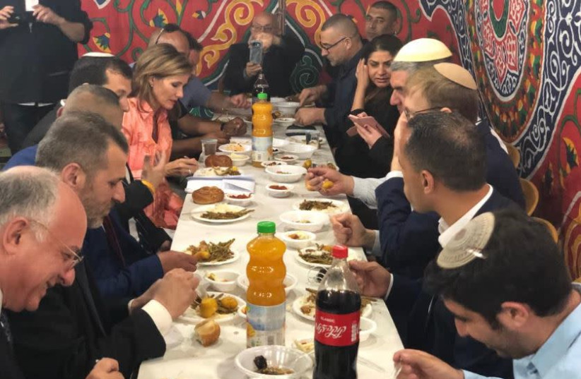 A Kosher Iftar meal in Hebron with setllers and Palestinians  (photo credit: TOVAH LAZAROFF)