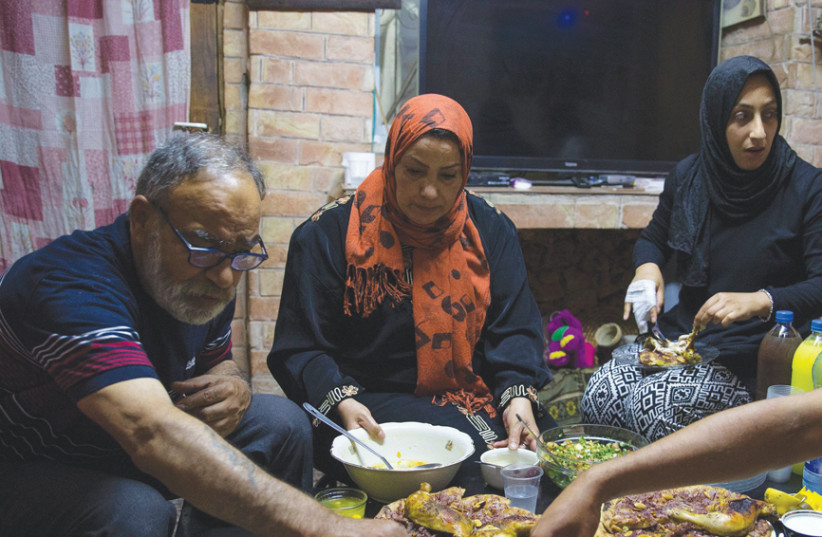 JEWISH ISRAELIS get some firsthand experience of the Iftar sunset meal. (photo credit: ITAI LITMAN)