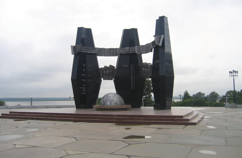 A RUSSIAN war memorial at Khabarovsk, along the Amur.  (photo credit: BEN G. FRANK)