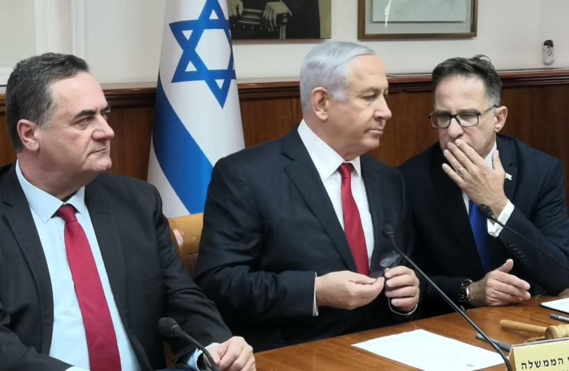 Prime Minister Benjamin Netanyahu talks to Cabinet Secretary Tzachi Braverman at the cabinet meeting (photo credit: YANIR COZIN / MAARIV)