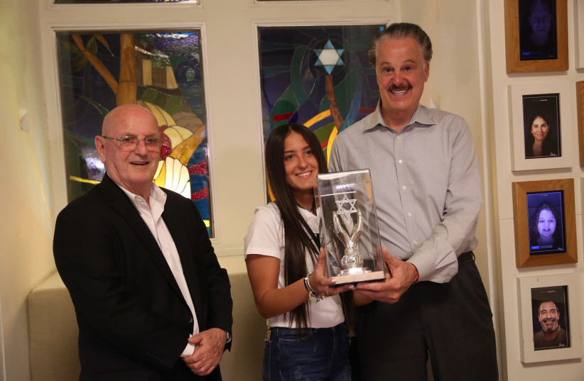Gali Mel from Eilat's Begin High School received the award from Friends of Zion founder Mike Evans (photo credit: YOSSI ZAMIR)
