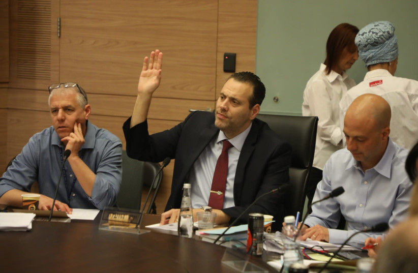 MK Miki Zohar voting in favor of his bill to cancel limitation on number of ministers (photo credit: KNESSET SPOKESPERSON'S OFFICE)