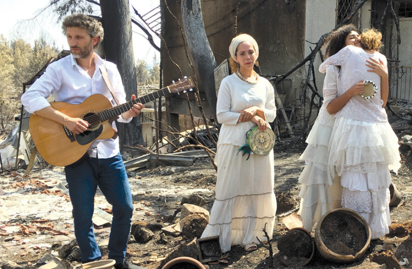 MERAV OF Mevo Modi'im municipal council asked Leah Sand and other young ladies dressed in white to sing one of the beloved songs of Shlomo Carlebach – 'dressing people in the village in a garment of splendor instead of a drooping spirit.' (photo credit: LIANE GRUNBERG)