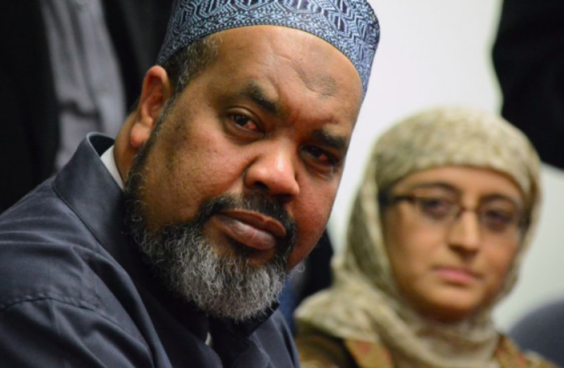 Mohamed Magid, iman of All Dulles Area Muslim Society Center in Sterling, Va., spoke at an evening vigil on Oct. 29, 2018 at Adas Israel Congregation in Washington, D.C., in the wake of the Oct. 27 shooting at the Tree of Life*Or L'Simcha Synagogue in Pittsburgh, Pa. (photo credit: screenshot)