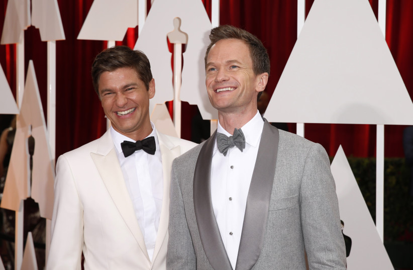 Oscars host Neil Patrick Harris (R) and his husband David Burtka arrive at the 87th Academy Awards in Hollywood, California  (photo credit: LUCAS JACKSON / REUTERS)