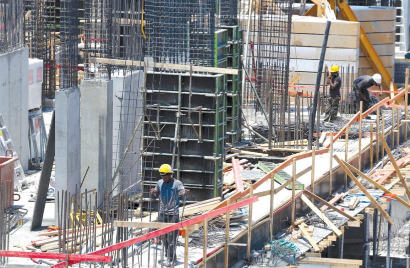 CONSTRUCTION SITE, Carlebach Street, Tel Aviv. (photo credit: MARC ISRAEL SELLEM)